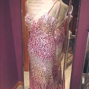 JOVANI BEAUTIFUL SEQUIN GOWN (size 4)!